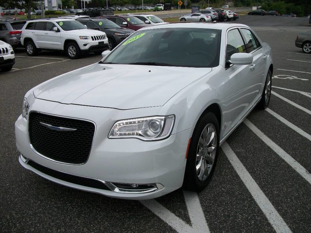 Pre-Owned 2017 Chrysler 300 Limited